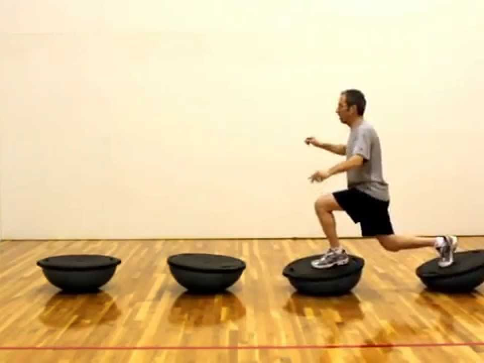Avanço no bosu ball - exercícios de musculação