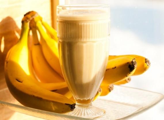 bananasmoothie-1-e1421933566901-570x418