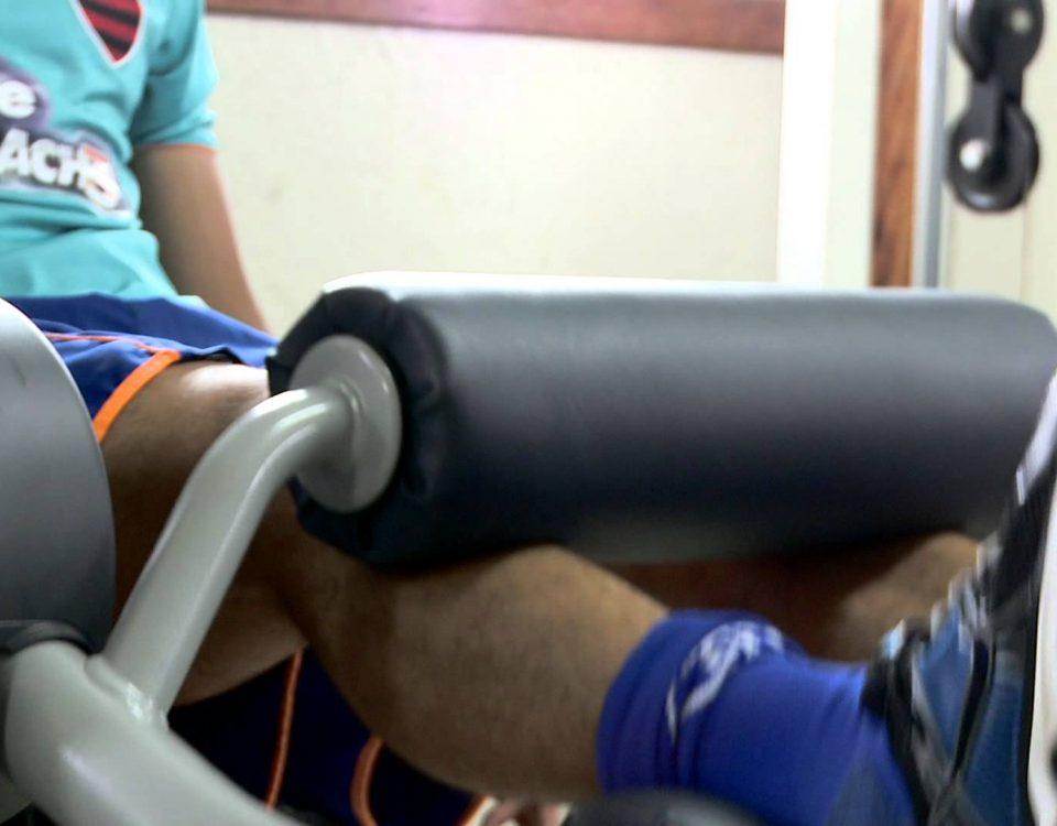 Treino de musculação para futebol amador